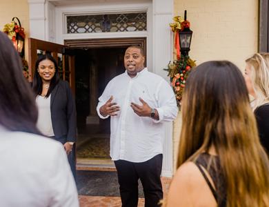 El empresario negro Ebbie Parsons y el acuerdo de préstamo de $ 100 millones de Netflix